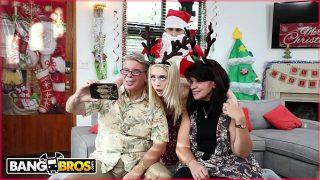BANGBROS – Petite Young Blonde Anastasia Knight Fucked By Dirty Santa Claus!