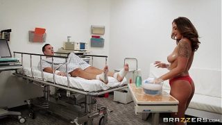 Brazzers – Layla London gives a sponge bath